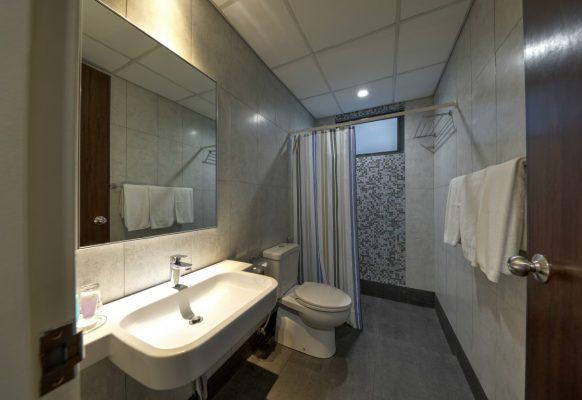 Standard Twin – Bathroom (Medium)